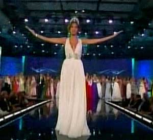 Dayana Mendoza, Miss Universe 2008 says her farewell