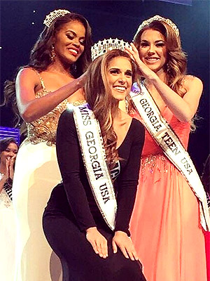 Brooke Fletcher is crowned Miss Georgia USA 2015 by Tiana Griggs, Miss Georgia USA 2014