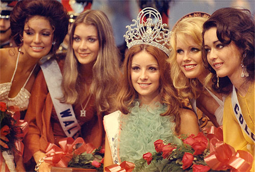 Amparo Munoz-Miss Universe 1974 and her court