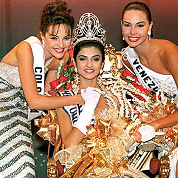 Sushmita Sen-Miss Universe 1994 and her court
