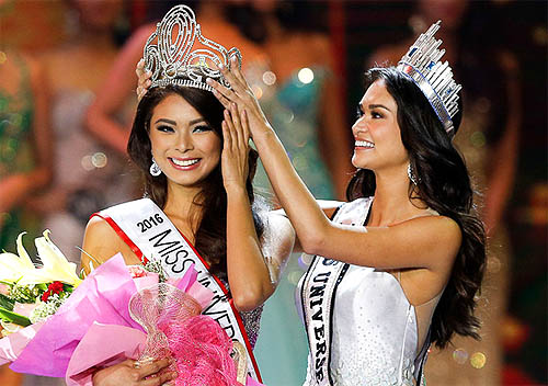 Maxine Medina is crowned Miss Philippines by Pia Wurtzbach, Miss Universe 2015