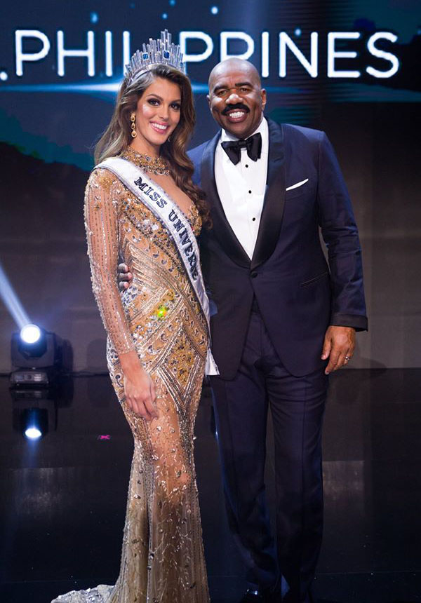 Iris Mittenaere-Miss Universe 2016 with host Steve Harvey