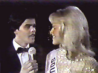 Donny Osmond serenades Miss Universe 1980, Shawn Weatherly of South Carolina during the 1980 Miss USA pageant